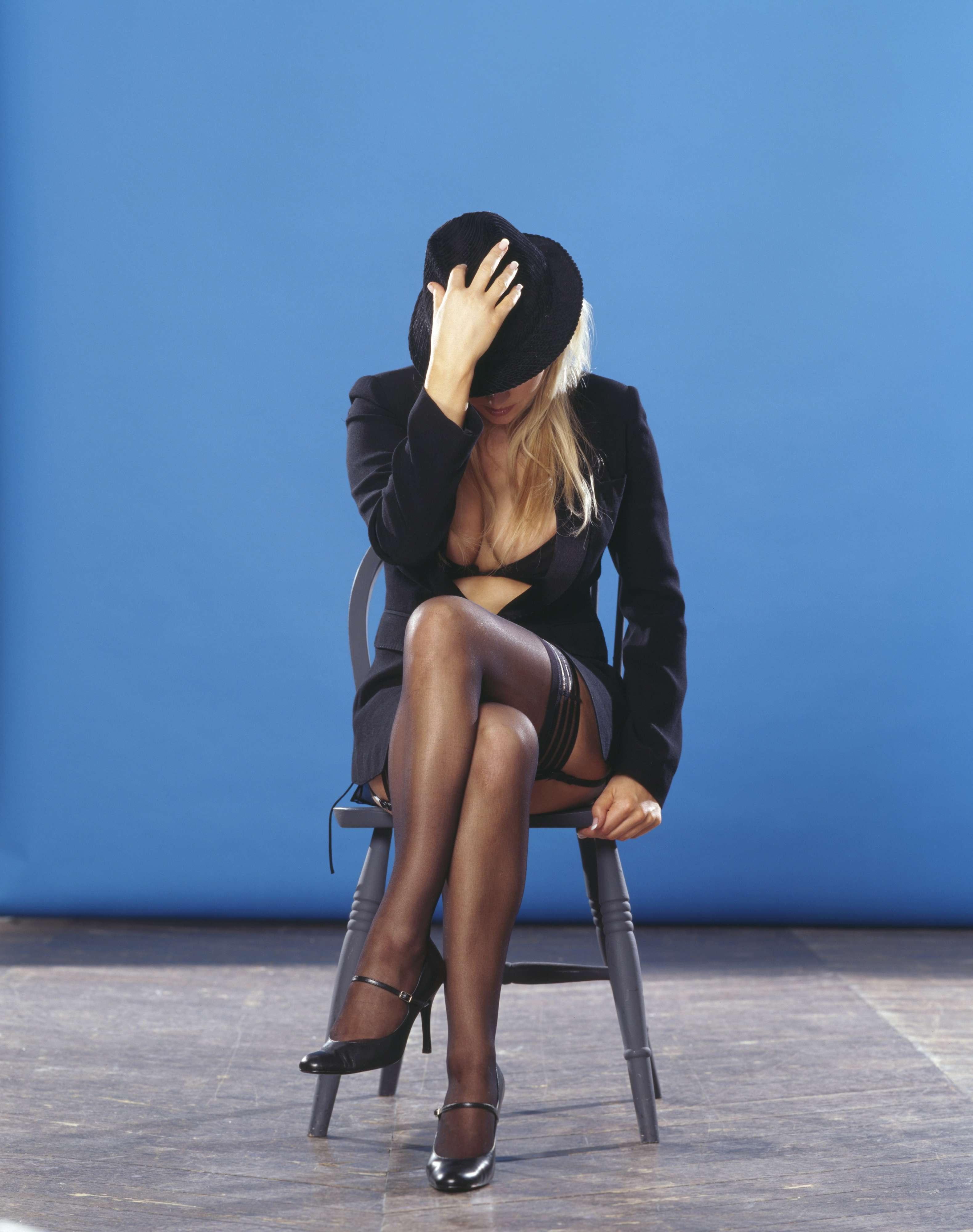 Аватар: Девушка на стуле - Категория